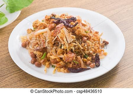 Thai fermented pork salad with spicy and crispy curried