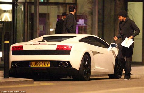 PICTURE SPECIAL: Manchester City star Elano leaves cheeky